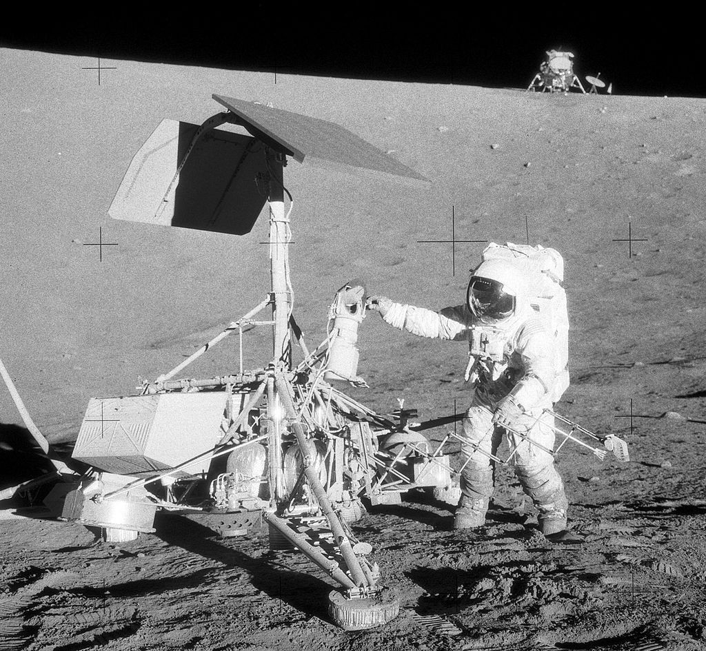 1024px-Apollo12ConradSurveyor